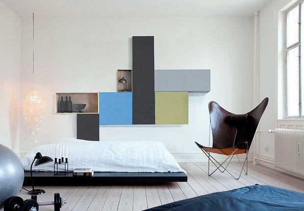 Bedroom // via Bo BedreWall Art, Wall Hanging, Storage Cubes, Master Bedrooms, Armchairs, Colors Doors, Art Deco, Bedrooms Wall, White Wall