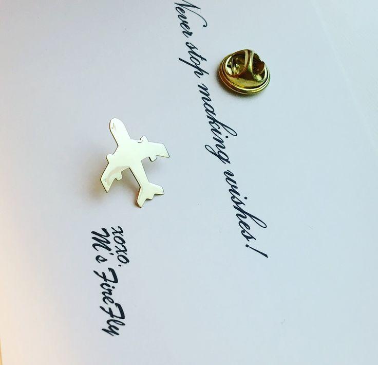 Airplane gold lapel pin