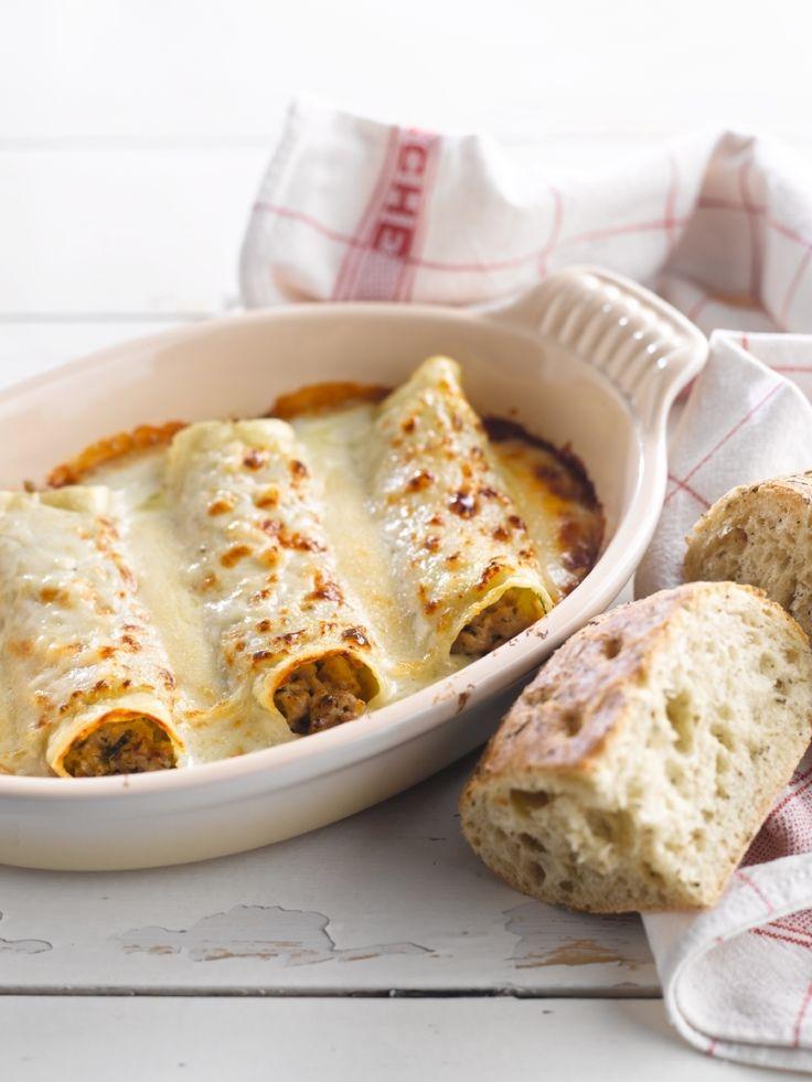 Cannelloni met gehakt en fijne kruiden http://njam.tv/recepten/cannelloni-met-gehakt-en-fijne-kruiden