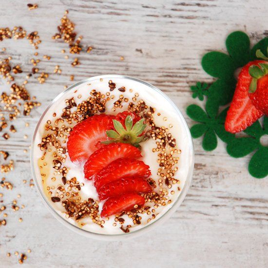 Greek Yogurt with Quinoa Crunch and Strawberries--great breakfast idea! (in Polish with translator)