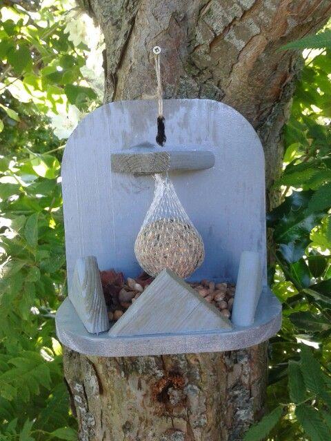 Grappig voederplekje voor de vogeltjes