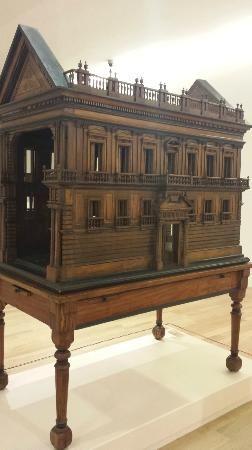 Museo Soumaya Photo: Wooden Doll House
