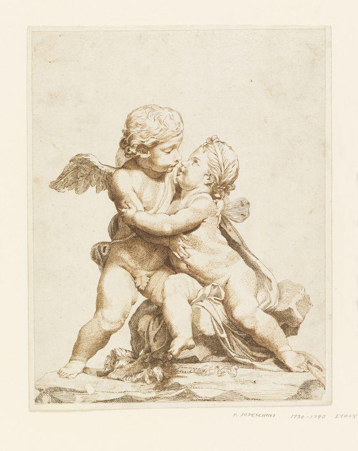 Мужчина и женщина амура в виде скульптурной группы.  Самка сидит на камне, на котором самец амура стоит на коленях на левой ноге.