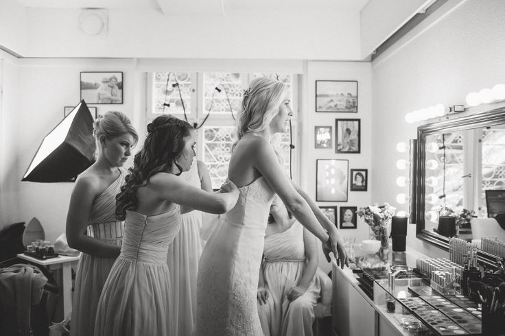 Wedding Morning / Bride and Bridesmaid / Black and White / John and Saara's Wedding. Photography by Maria Hedengren.