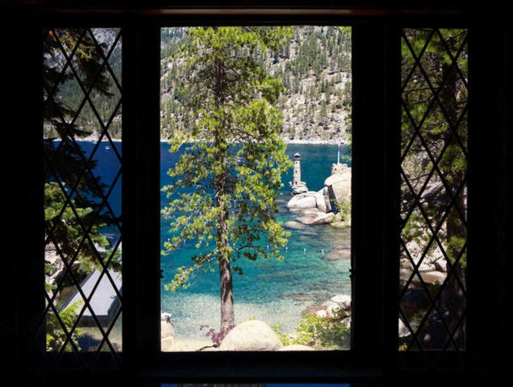 As far as we're concerned, Lake Tahoe has so many fabulous weddings we have a hard time keeping up! Luckily, we have the best of the best sending us the amazing Tahoe affairs. Like this Thunderbird Lodge wedding. For you