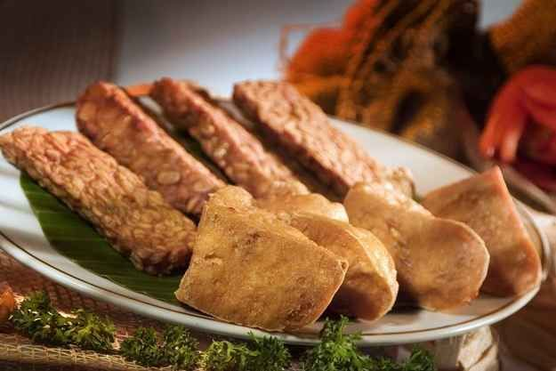 Tahu & Tempe Goreng | 30 Delicious Indonesian Dishes You Need To Try