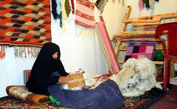 Preparing wool for making threads, Sadu weaving, Saudi Arabia, handicrafts