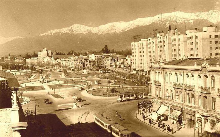 Panorámica de Plaza Baquedano de Santiago en 1954