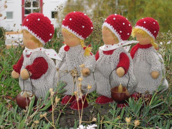 The cutest thing. I think they may be inspired by Elsa Beskow's Children of the Forest, one of my favourites.