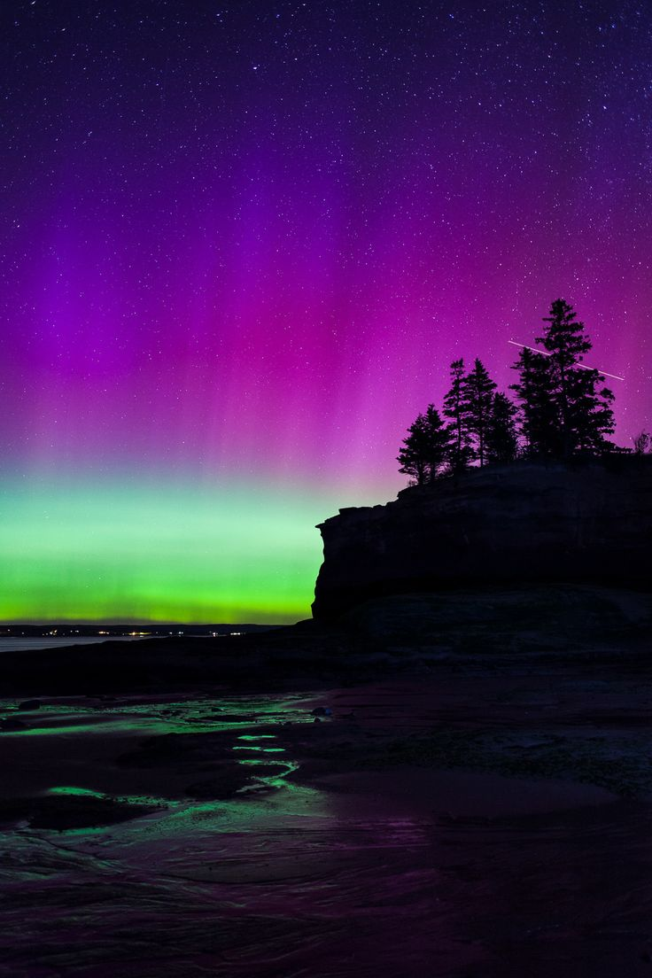 I want to drive to nova scotia. maybe next summer! Northern Lights (Aurora Borealis) Event in Nova Scotia — Tim Lingley