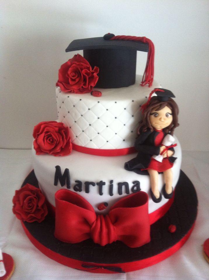 Torta laurea, graduation cake, fiocco, rose rosse ,cappello laurea, bambolina laureata, effetto trapuntato e coccinelle ...