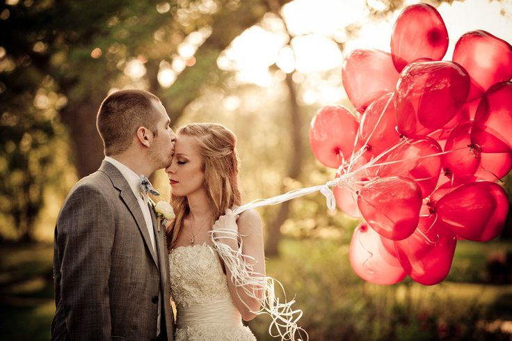Doesn't need to be Valentine's Day for a big bunch of heart-shaped balloons to capture your heart! Photography by mirandalainephotography.com