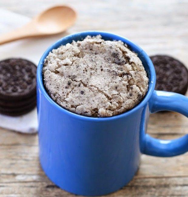 Cookies n' Cream Mug Cake // 4 cup white chocolate chips 3 tbsp whole milk 4 tbsp all-purpose flour 1/4 tsp baking powder 1/2 tbsp vegetable oil 2 Oreo cookies