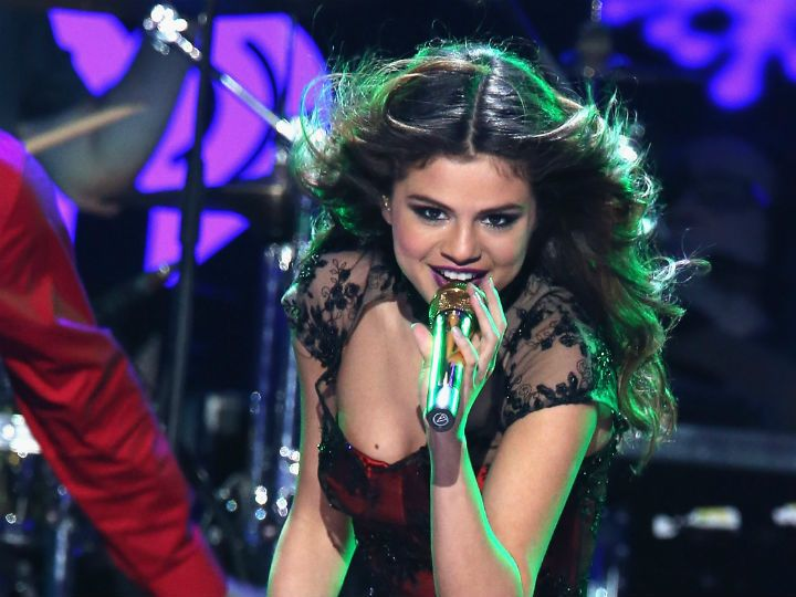 Selena Gomez Cancels Tour Dates for Personal Reasons