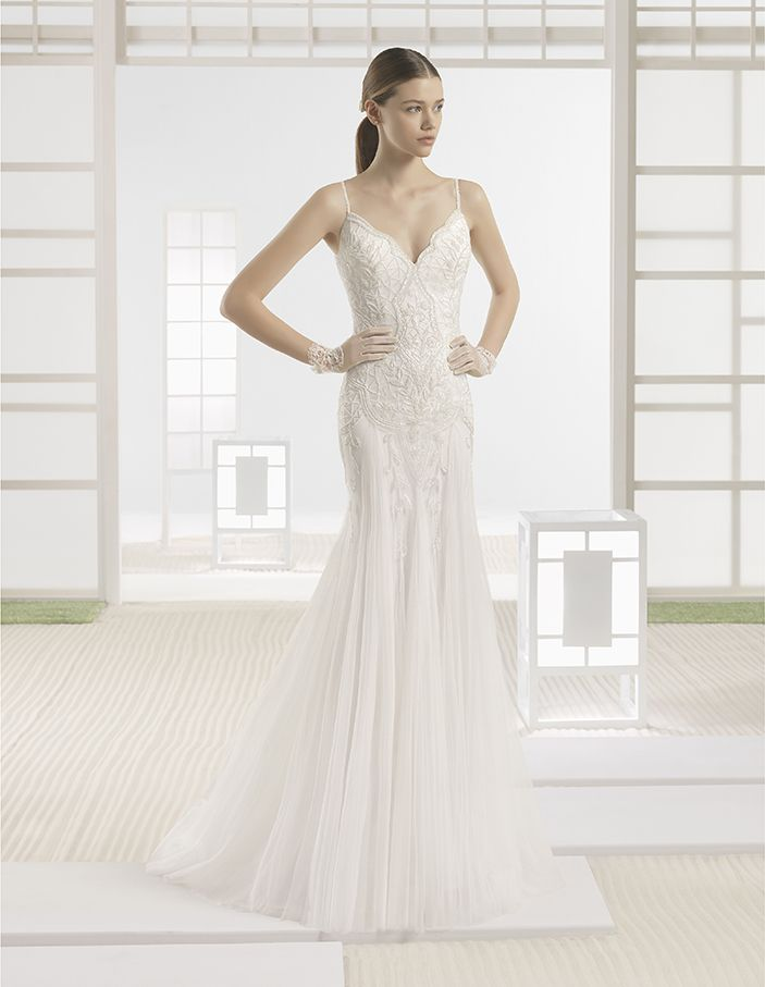 Wire - Soft tulle mermaid-style dress with beaded embroidery and V-neck and V-back, in natural.