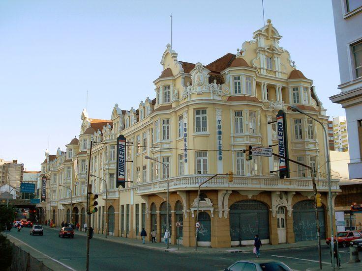 Porto Alegre, prédio com influência Européia. Próximo à Estação Rodoviária de Porto Alegre.