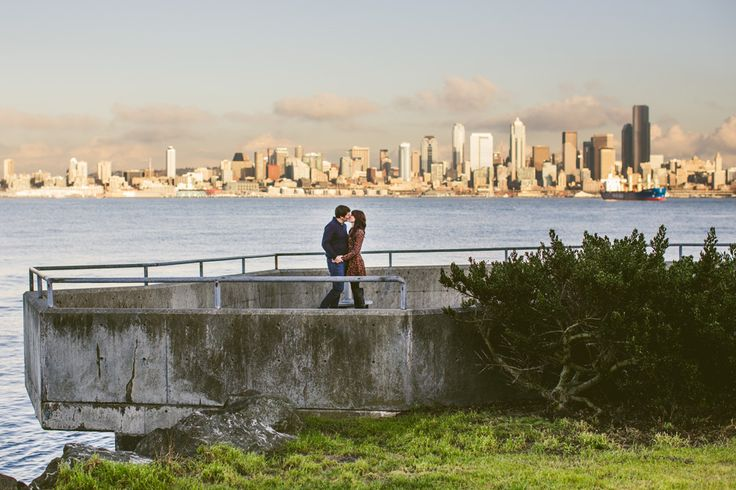 Seattle Engagement Photos // Alki Beach Park // Seattle Skyline // Austin Wedding Photographers – Happy Day Media