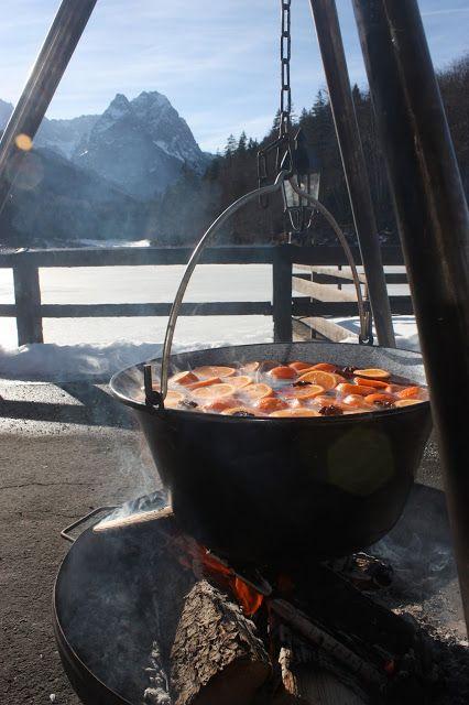 Winterhochzeitsempfang - Orangenpunsch zur Winterhochzeit in Garmisch-Partenkirchen im Riessersee Hotel Resort auf der Seeterrasse am Seehaus