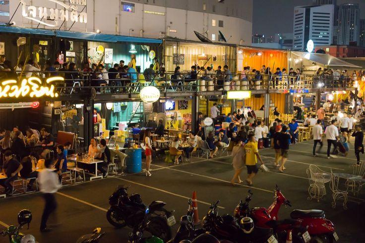 Der Rod Fai Markt ist einer der schönsten Nachtmärkte in Bangkok. Er ist kaum touristisch und du bekommst dort das leckerste Streetfood.
