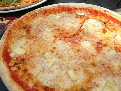lunch at Piola - quattro formaggi pizza. delish!