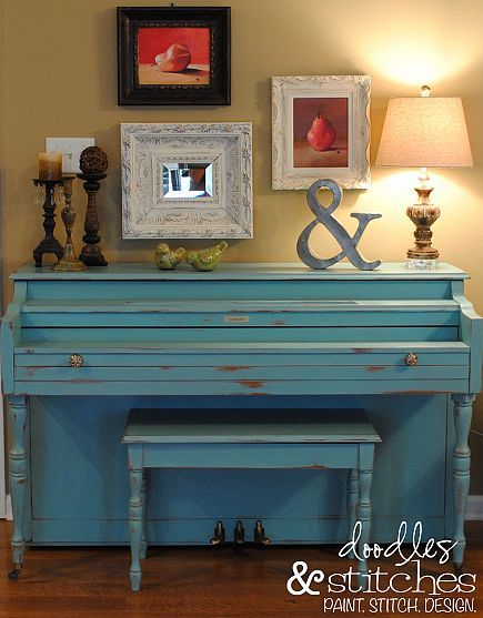 for anyone who dares to paint your pianoSloan Chalk, Shabby Chic Furniture, Painting Piano, The Piano, Painting Recipe, Annie Sloan, Old Piano, Painted Pianos, Chalk Painting