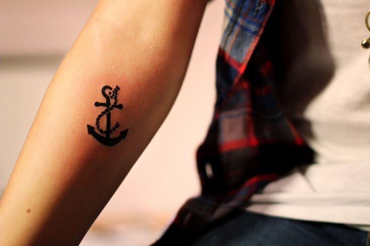 Anchor tattoo I want. The rope adds a nice touch.