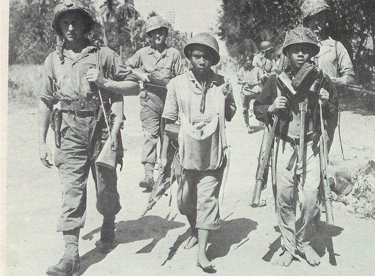 pemoeda's (Jonge Indonesische nationalisten die hun militaire opleiding hadden gekregen van Japanners. Zij wilden voorkomen dat het Nederlandse bestuur terugkeerde naar Indonesië).