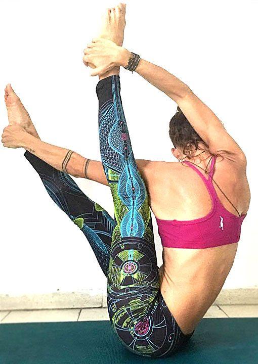 Neuron Leggings D52 by Public Beta Wear Breathable fitness garment for comfort and freedom of movement. Blacklight product. #yogawear #yogaleggings #asana #publicbetawear