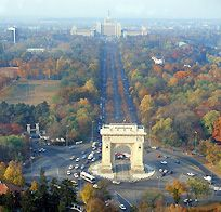 Piata Arcul de Triumf - Bucarest.  Many of my favorite and longed for places have a triumphant arch.