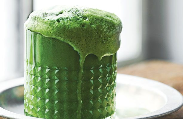 Månedens kogebog Juice & Co. byder på et hav af sunde og lækre opskrifter. Vi har udvalgt en håndfuld, som du løbende vil få serveret på IN.dk ... Her får du en sund og grøn super-greenie med kål