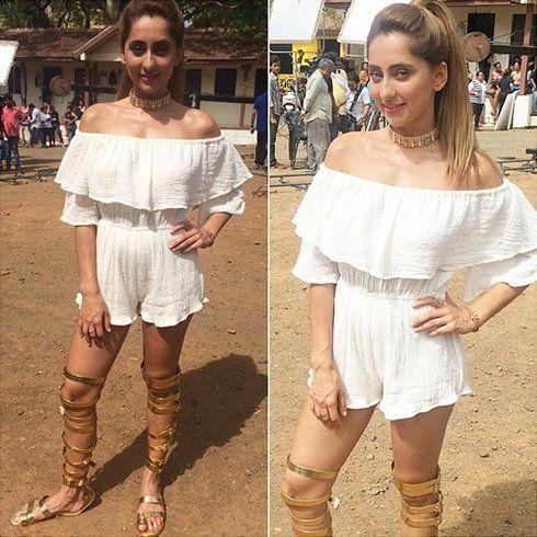 Anusha Dandekar Off Shoulder Style