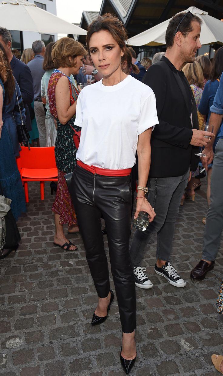 Образ дня: Виктория Бекхэм на вечеринке в Лондоне | Vogue Ukraine