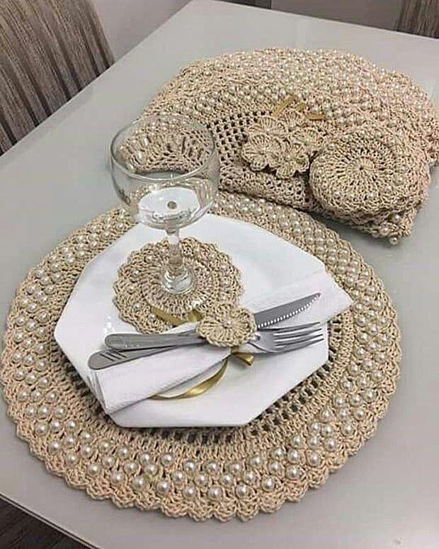 Curso De Croche Online On Instagram Voce Quer Aprender Como Ganhar Dinheiro Em Casa Como Milhar Crochet Decoration Crochet Placemats Crochet Tablecloth