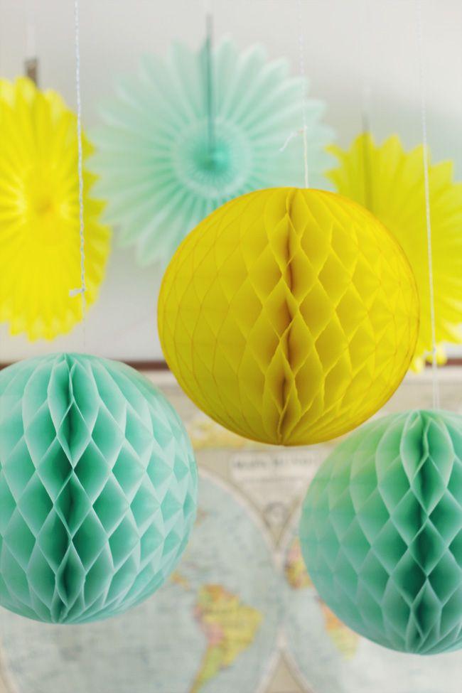 Vuestras Fiestas: Abanicos de papel y Bolas Nido de Abeja amarillo y mint. www.mylittleparty.es