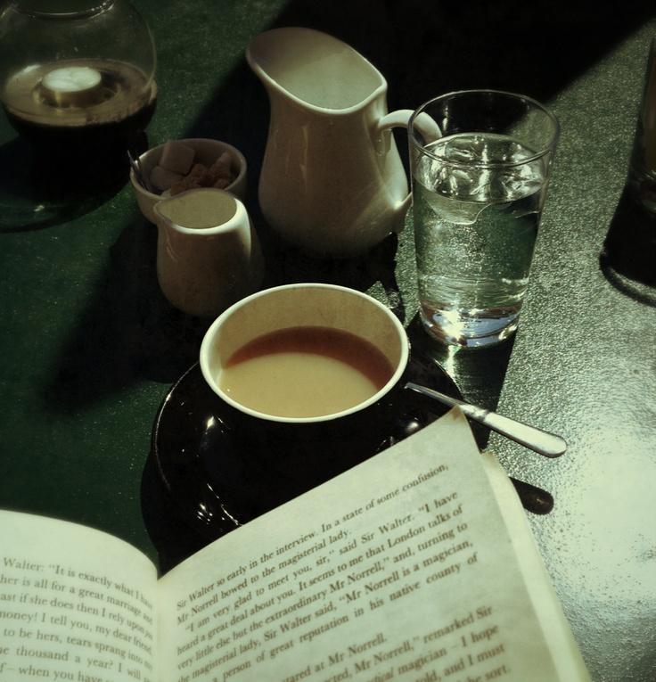 Bok og te på Smia.