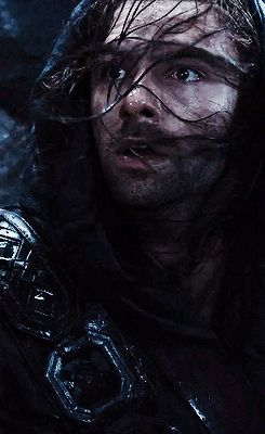Kili's face expression when he is separated from his brother   *heart breaks*