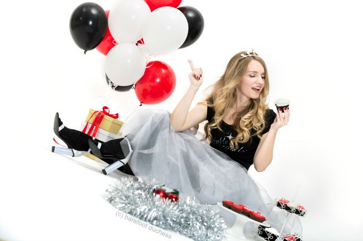@doukissa #fashion #photoshoot #glam #xmas #cupcakes