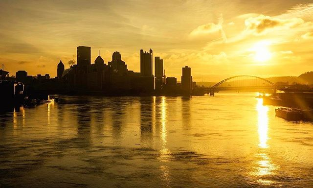Downtown #pittsburgh looked incredible as it flowed black and gold this morning from the West End Bridge. A very appropriate sunrise for the #steelers game today!
