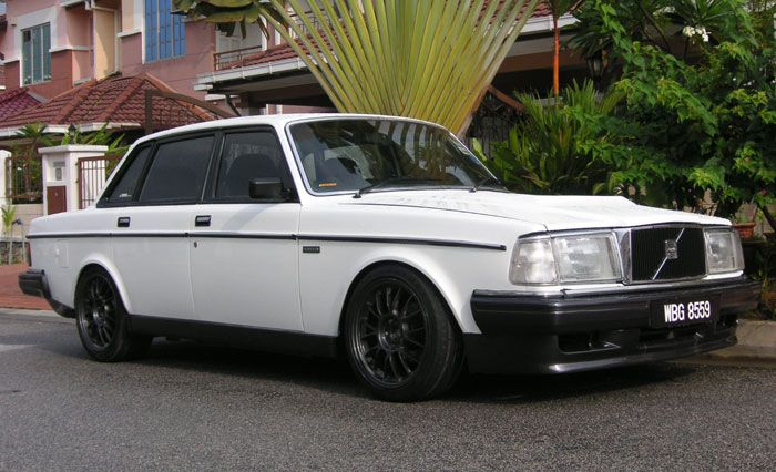 1991 Volvo 240 4 Dr STD Sedan