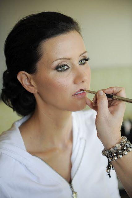 Maquillaje para novia e invitadas de boda.  http://www.bodacor.com/bodas-zaragoza-huesca-teruel-pamplona/categorias/belleza-estetica/peluqueria-maquillaje?term_node_tid_depth=all