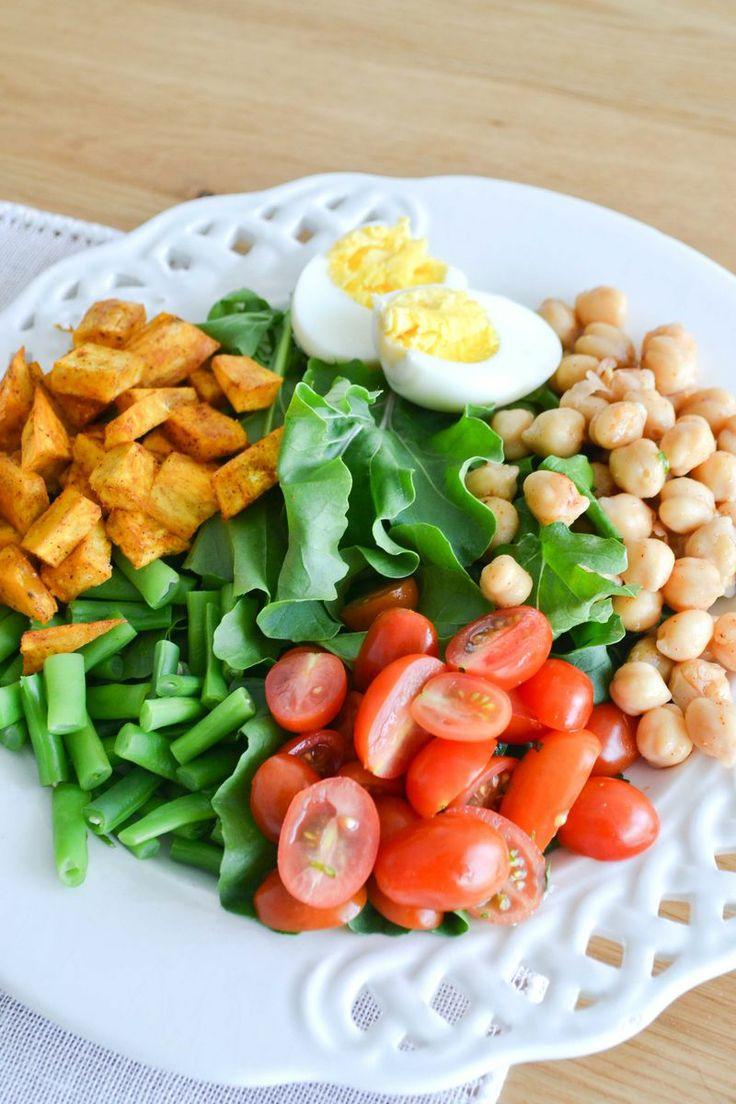 Una rica ensalada con vegetales + huevo