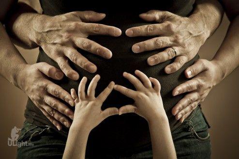 maternity picture ideas | classy maternity portrait posing idea-maternity hands family_kiermacz