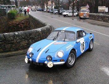 Ένα από τα διασημότερα σπορ κλασικά αυτοκίνητα αγώνων είναι το Renault Alpine A110, το οποίο παρουσιάστηκε για πρώτη φορά το 1963. Για την κατασκευή του χρησιμοποιήθηκαν τμήματα από άλλα μοντέλα της φίρμας όπως το R8.