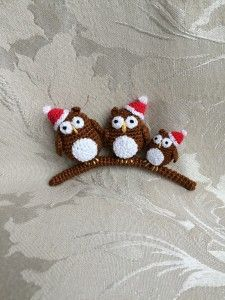Crochet Christmas owls. ( Free pattern, scroll down the page).