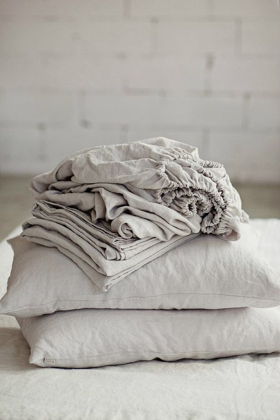 Comfort, pure and simple. This light grey scandinavian style linen sheet set is the foundation for building the perfect bedding ensemble. It consist of 4 items - 1 fitted sheet, 1 flat sheet and 2 pillow cases.  Composition: 100% linen, softened with special softening technique (stone washing). We use only premium quality linen.  We do recommend to measure the depth of your mattress before ordering to have a perfect fit. Sizes:  US Twin: 2 pillowcases 20x26 (51x66 cm) 1 fitted sheet 39x76x10…