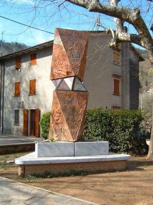 """Mostra """"Il sonno della ragione"""", Sant'Anna di Stazzema, estate 2001. Istituto d'Arte Stagi -  Pietrasanta."""