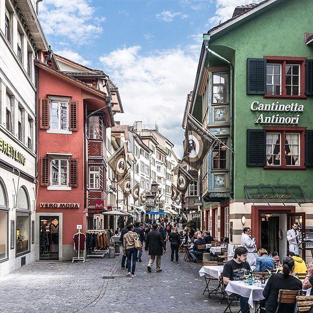 Zürich  von @christian_tandler  #zurichphoto #zürich #Цюрих #zurich #취리히 #チューリッヒ #蘇黎世 #visitzurich #zurich_switzerland #ig_zurich #mustbezurich #switzerland #topswitzerlandphoto #topeuropephoto #visitswitzerland #visiteurope #switzerland_bestpix #switzerlandpictures .