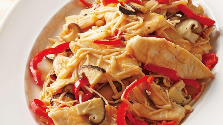 田口 成子 さんの鶏むね肉を使った「鶏むね肉ときのこのあったかマリネ」。むね肉を薄く、広めのそぎ切りにすると、味がきちんとなじみます。きのこたっぷりでヘルシーなのに、満足感もしっかりとした一品です。 NHK「きょうの料理」で放送された料理レシピや献立が満載。
