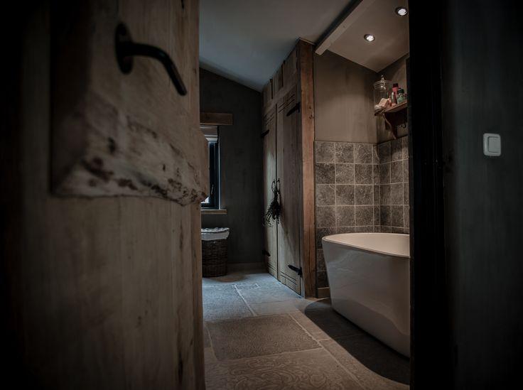 25 beste idee n over landelijke badkamer decoraties op pinterest kleine landelijke badkamers - Landelijke badkamer meubels ...