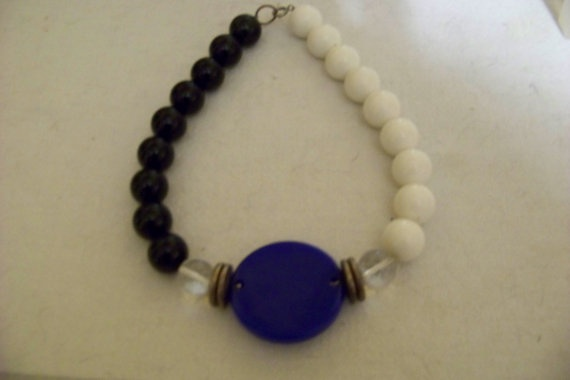 Blue white and black beaded necklace 14 inch long  very by ARTME, $4.00: Inch Long, Beads 14, Beaded Necklaces, Vintage Blue, Necklaces 14, Beads Necklaces, 14 Inch, Blue White, Black Beads